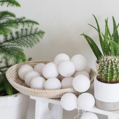 """Гирлянда из ниточных шариков """"White"""" 20 шт.. Больше фото фото в интернет-магазине подарков podario.com"""